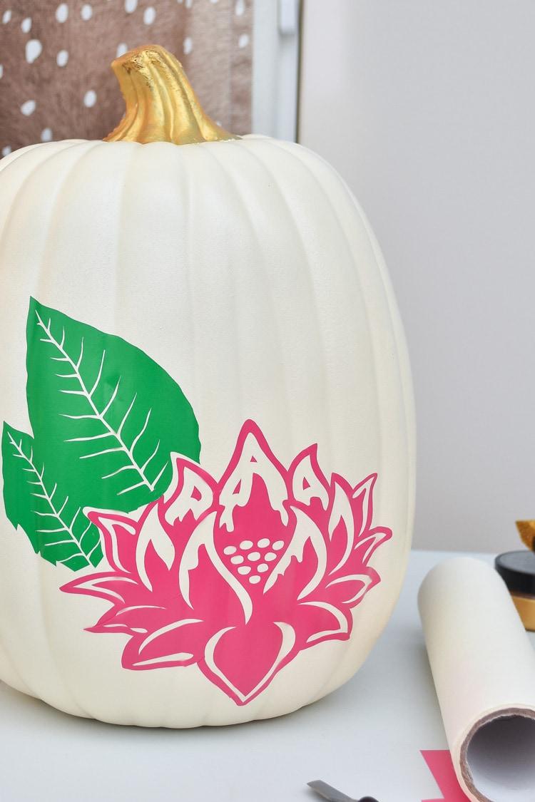 Chinoiserie Tobacco Leaf Pumpkin