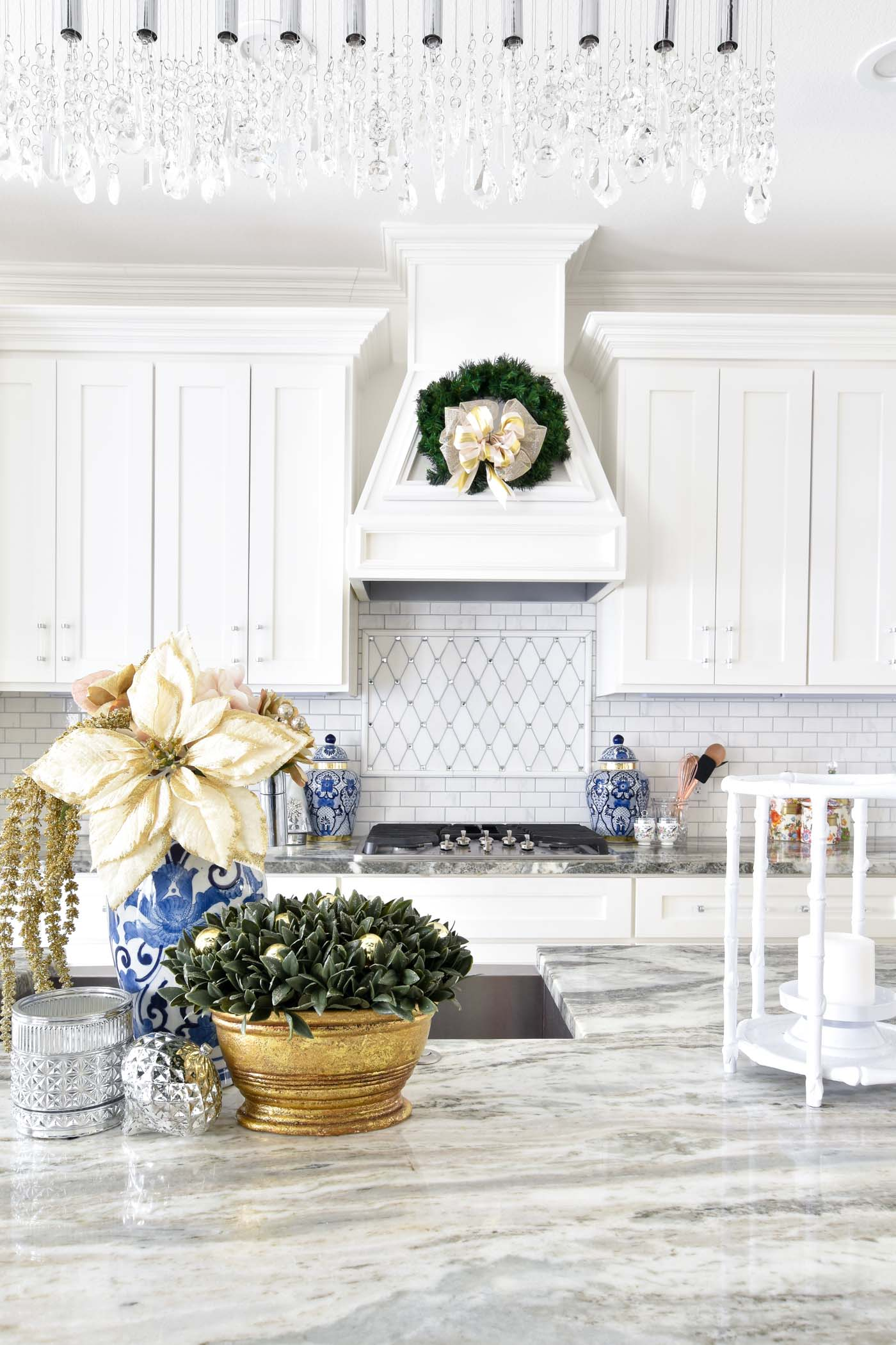 Christmas kitchen island decor