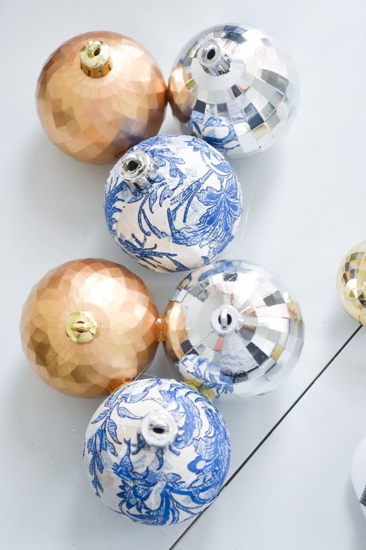 Chinoiserie ornaments blue and white