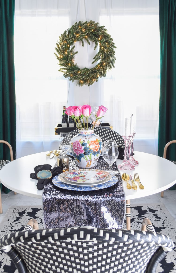 Small dining space Christmas decor ideas
