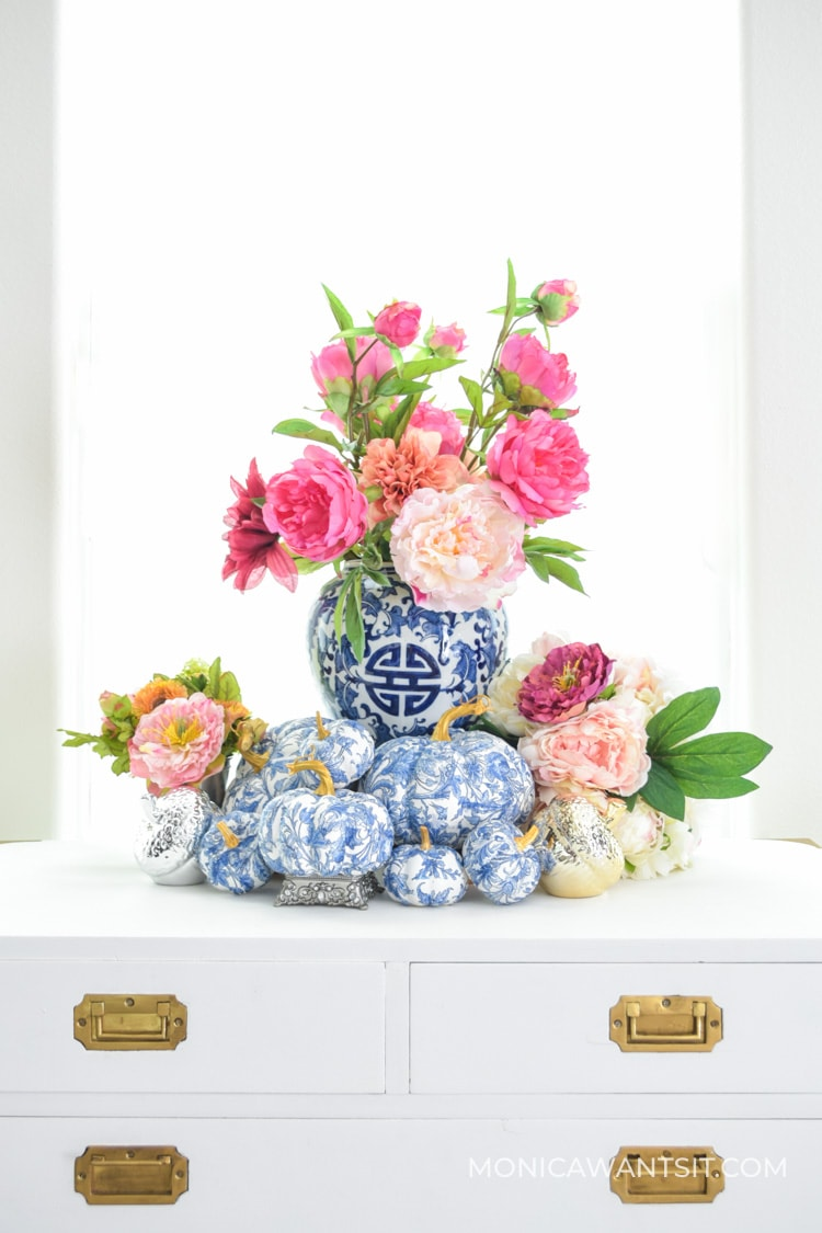 DIY fall decor: chinoiserie blue and white pumpkins using mod podge and napkins