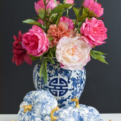 DIY chinoiserie pumpkin using blue and white napkins and mod podge decoupage